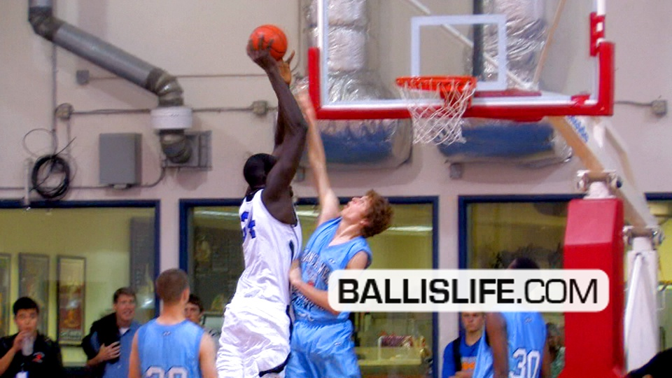 7 footer dunks on defender