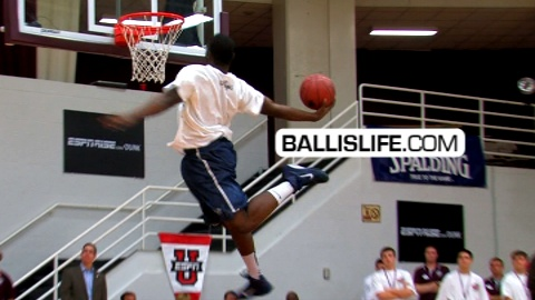 Ike Nwamu Wins 2010 Hoophall Dunk Contest