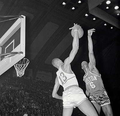 Bill Russell and Wilt Chamberlain battling at Basketball Net