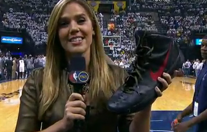 Marc Gasol puts a hole in Blake Griffin's Nike's by stepping on it