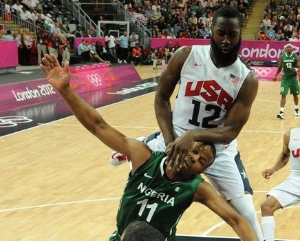 US gard James Harden (R) vies with Niger