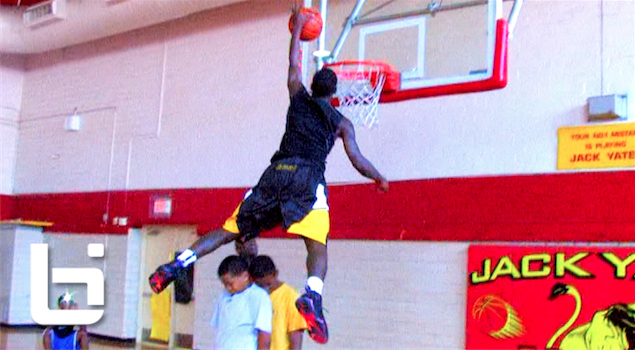 Ballislife | Darrion Martin aka Walnut Shows His Bounce