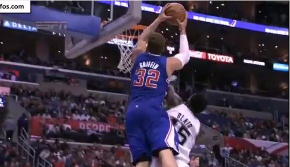 Blake Griffin Sick 2 Hand Oop ON DaJuan Blair + Another 2 Hand oop on the FB!!