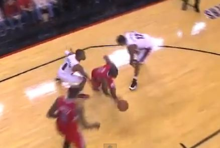 Chris Paul Splits The Blazers D With A Sweet Move & Hits The Floater