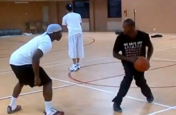 Bone Collector & Pat The Roc 1-on-1 in practice – 2 of the best ball handlers in the world