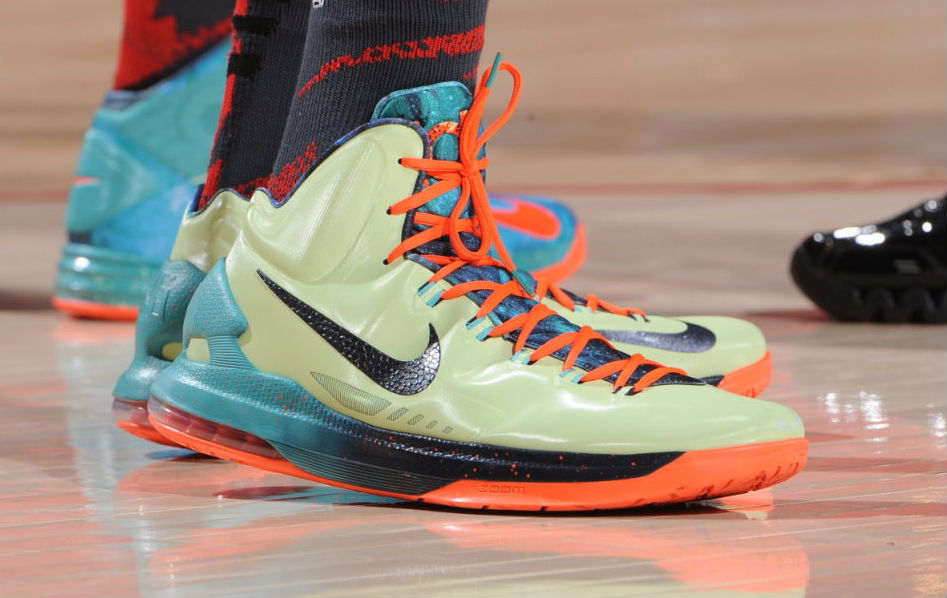 quality design 1bf36 30893 Kevin Durant Rocks His All Star KD V s +Nice Dunk From Cp3