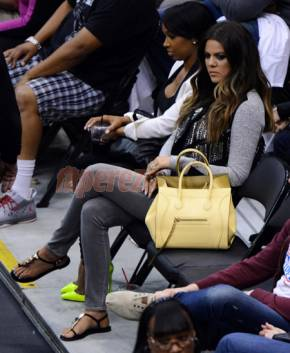 khloe-kardashian-watches-lamar-odom-play-ball(1)__iphone_290