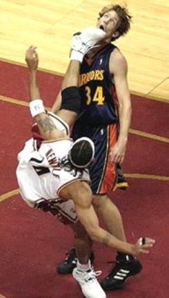 Ira Newble does a spinning kick on Mike Dunleavy Jr