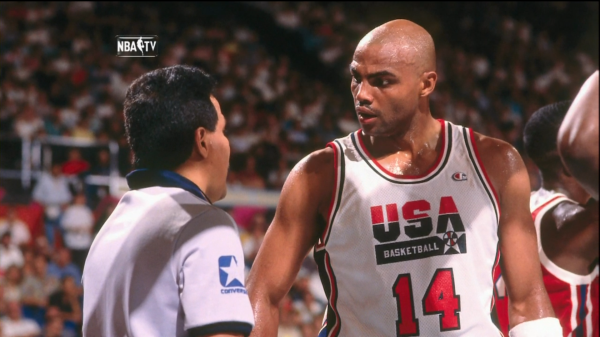 charles-barkley-chopping-it-up-with-the-ref