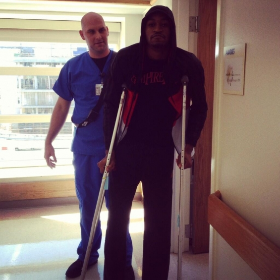kevin-ware-on-crutches