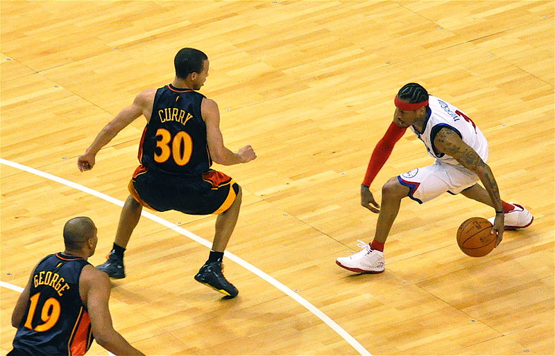 800px-Stephen_Curry_defends_Allen_Iverson