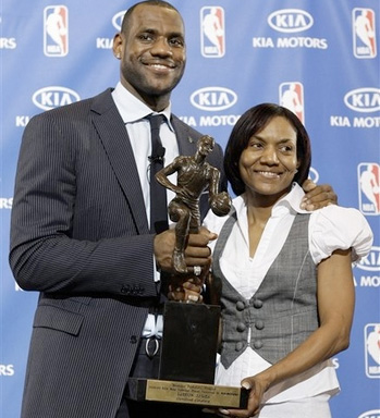 LeBron-James-and-Gloria-James-pictures1