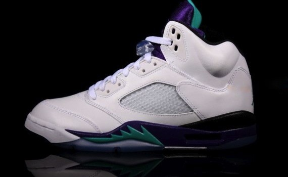 air-jordan-5-grape-2013-retro-09-570x379