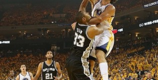 Andrew Bogut posterizes Boris Diaw