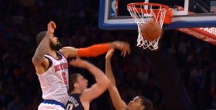 Tyson Chandler volleyball spikes Tyler Hansbrough&#8217;s shot as JR &#038; Raymon hug for the cameras