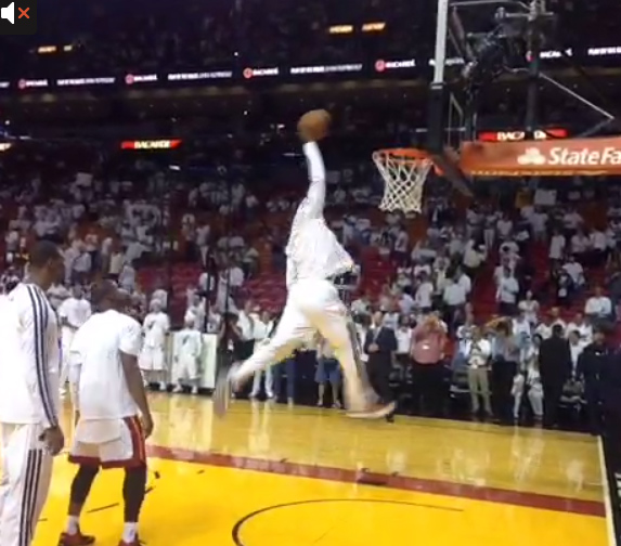 LeBron's 1 hand 360 dunk during pre game warm-ups
