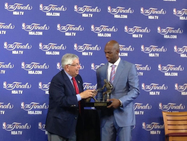 NBA-Commissioner-David-Stern-presents-Chauncey-Billups-the-Twyman-Stokes-Award.-Photo-via-@NBA