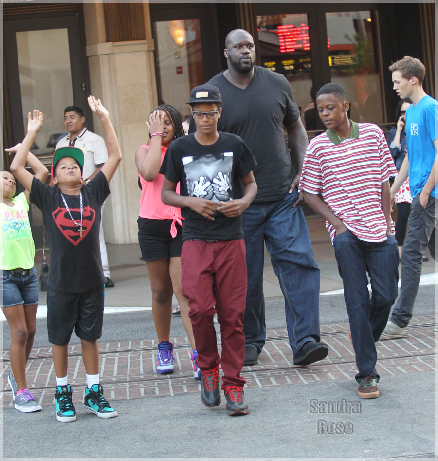 Shaquille O'Neal with his kids leave the movie theaters at the Grove in Hollywood