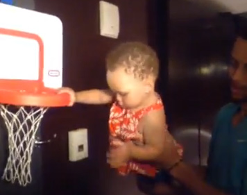 Steph Curry & his 1 year old daughter mock LeBron's 4 point 1st half in GM3