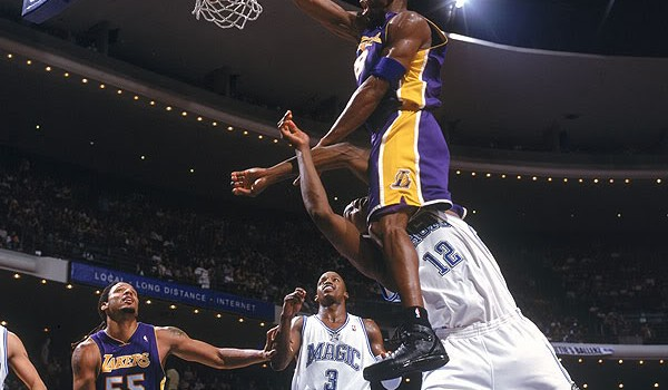 17736-kobe-dunk-on-dwight-howard
