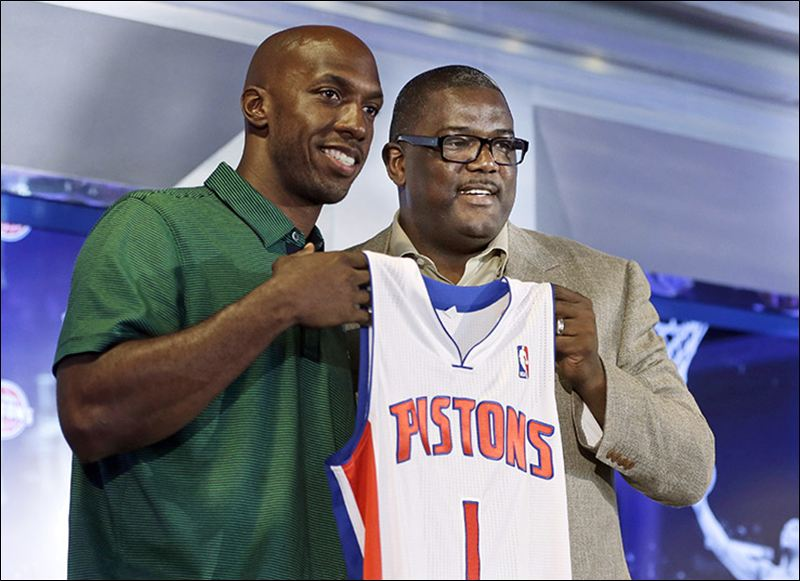 Chauncey-Billups-left-listened-whe