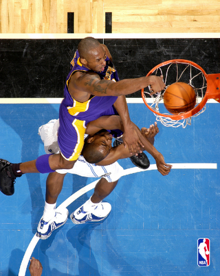 SICK Graphic of The Day! Kobe Bryant Dunking On Dwight ...