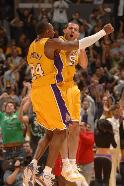 kobe bryant and jordan farmar celebrates