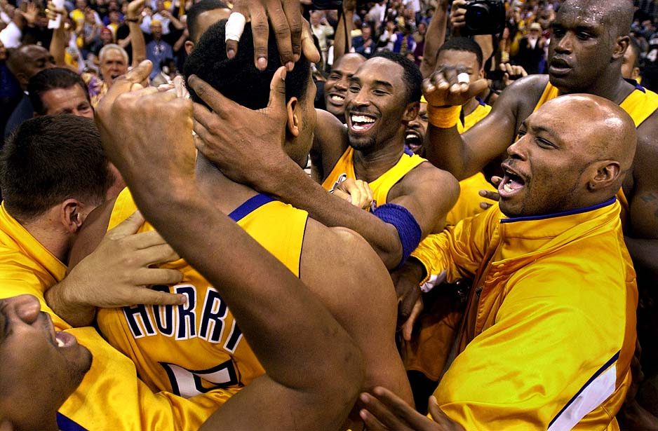 Kobe celebrates with Horry