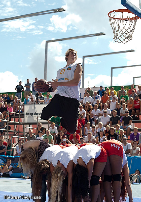 Smoove wins the 2013 Sprite Slam Dunk Contest at 3×3 EuroTour