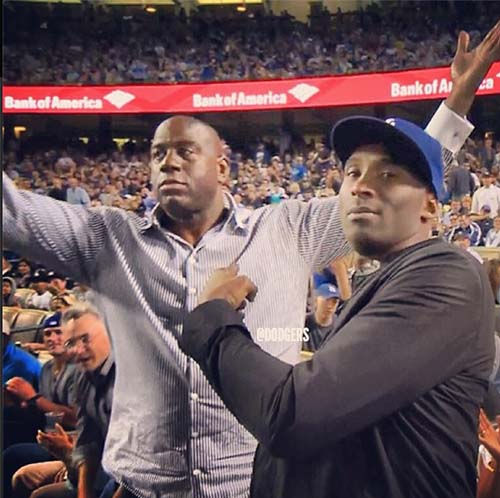 e222fc99da31 Fans cheer Kobe Bryant and boo Kevin Durant at Dodger games ...
