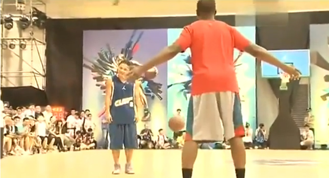 "Chris Paul vs. China Streetballer ""MoreFree"""