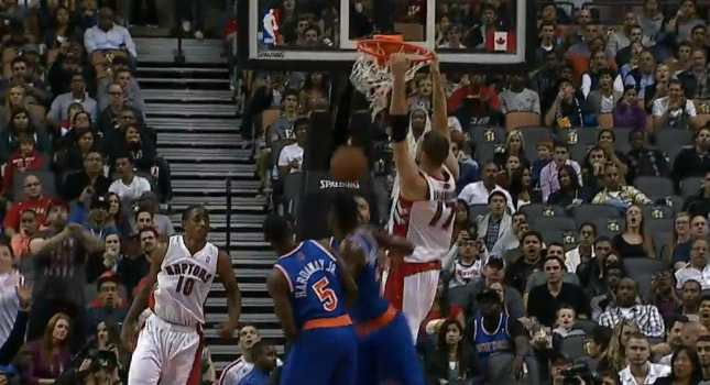 DeMar DeRozan makes 2 behind the back passes against the Knicks
