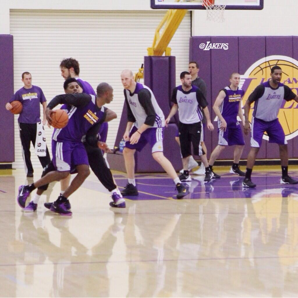 Kobe returns to practice and hits the fadeaway jumper over Xavier Henry