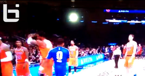 Frustrated Amare rejects high five from Chris Smith