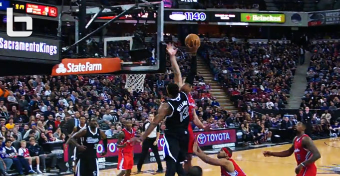 Derrick Williams' alley oop dunk over Blake Griffin in his Kings debut