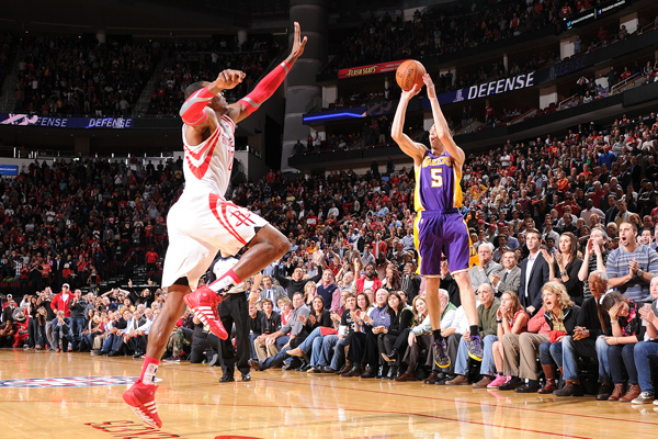Steve Blake hits game-winner over Dwight Howard #VinoBlanco