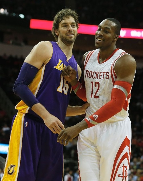 PHOTO: Dwight Howard vs Pau Gasol