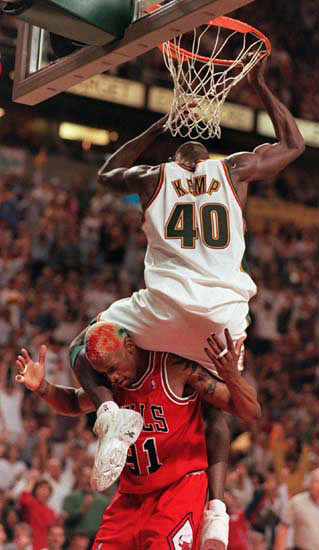 Shawn-Kemp-on-Dunk-Rodman