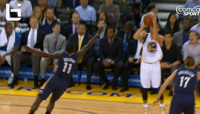 Stephen Curry crossover and 3 pointer on Jrue Holiday