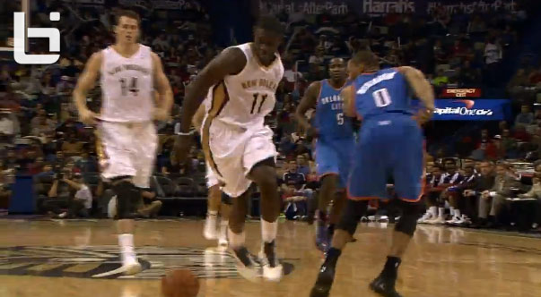 Jrue Holiday freezes Westbrook with a behind the back move