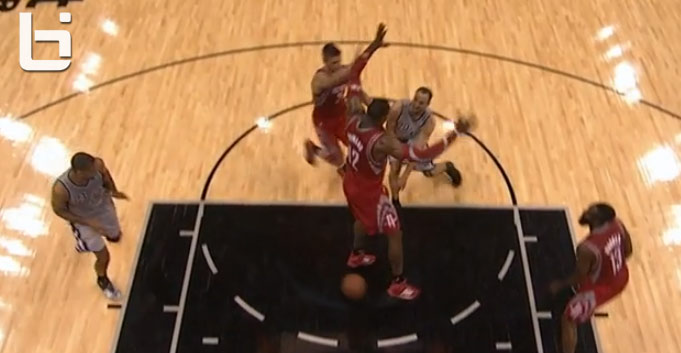 Manu makes the assist between Dwight Howard's legs