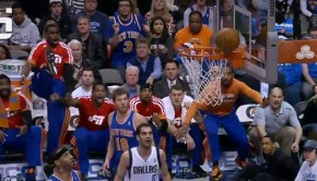 knicks-bench-melo-dunk2