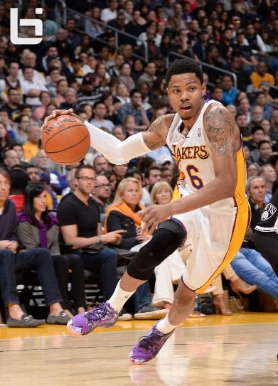 Kent Bazemore scores 17 points in 1st start for the Lakers | gets dunked on by Mason Plumlee