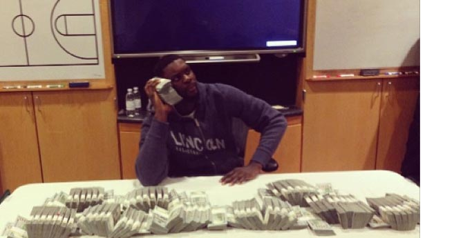 Lance Stephenson posed with a $1 million in cash…that doesn't belong to him