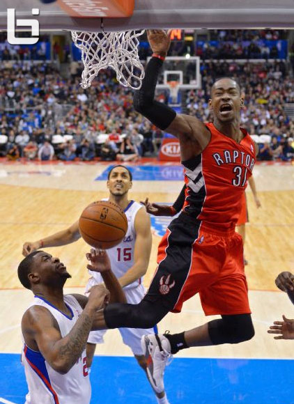 Terrence Ross throws down the fly by dunk over the Clippers