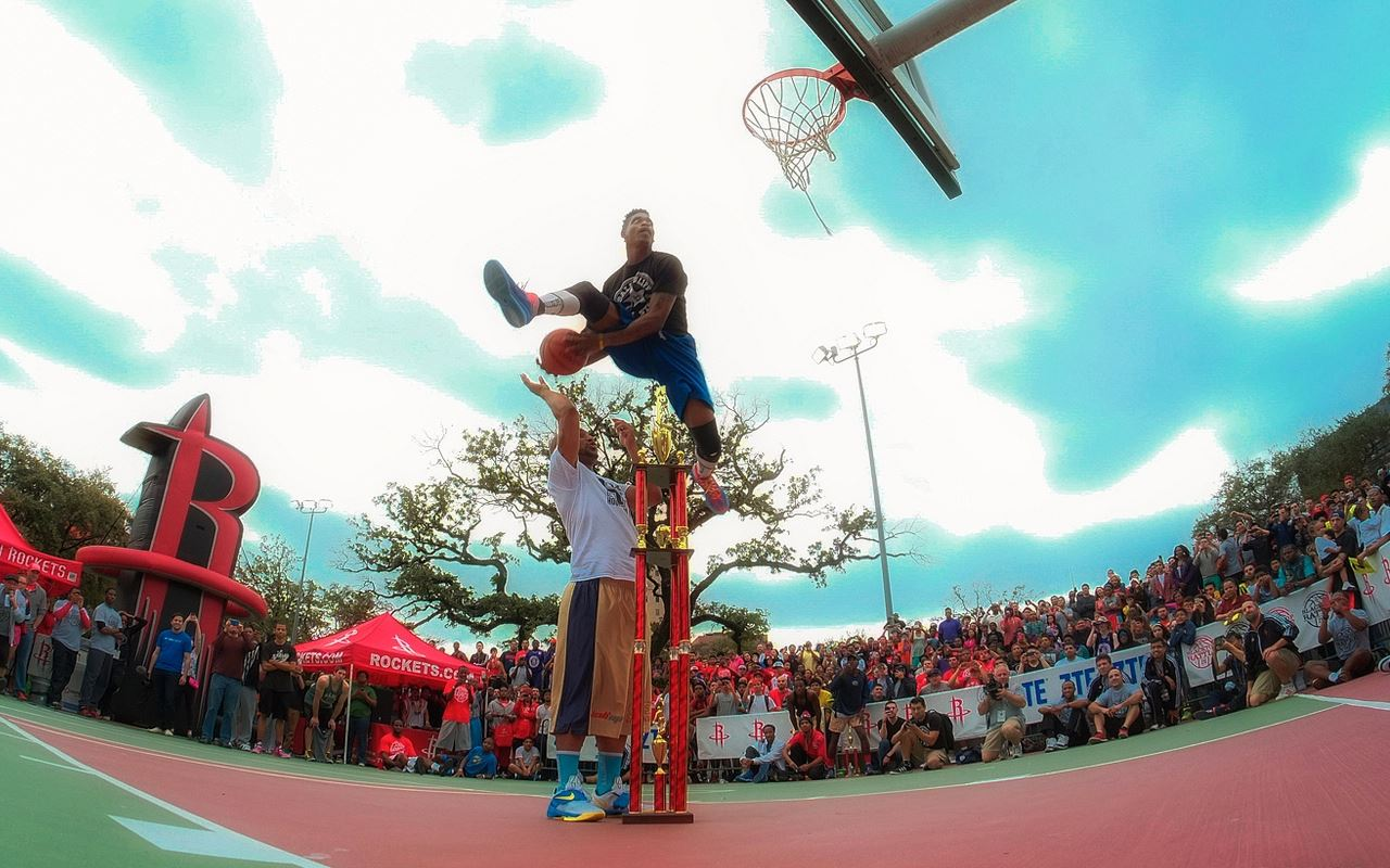 5'10 Sir Issac impresses James Harden & Rockets with a sick dunk at Houston Blacktop Dunk Contest