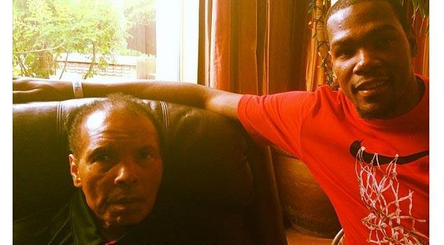 Kevin Durant poses with Muhammad Ali
