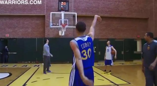 Coach mark jackson beats stephen curry in a 3pt shooting contest