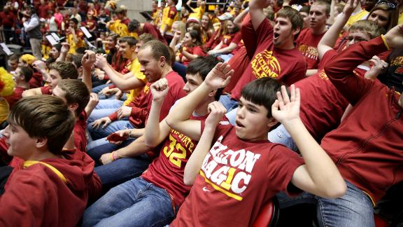 dm_140308_dm_140308_Iowa_State_Crowd