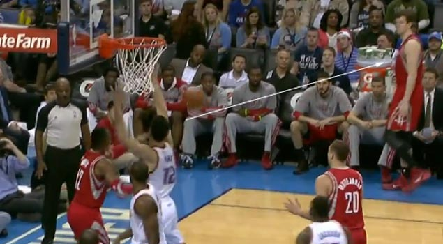 Dwight Howard passes to a wide-open (out of bounds) Omer Asik